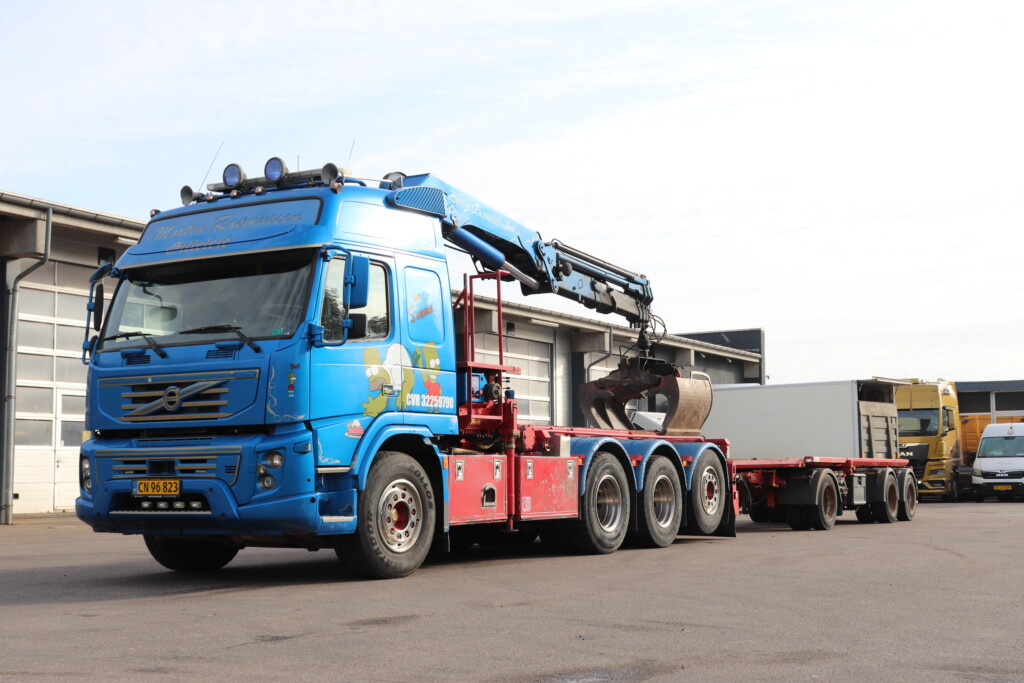Komm. - Volvo FMX 510 8x4 Wirehejs/Kran + Kel-Berg 3 Aks. Containeranhænger